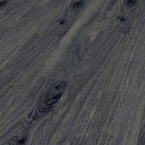 KRONOTEX Amazone PRESTIGE OAK GREY D4167 laminált padló Kecsesen. Bizonyítsd be a stílusodat. Az Amazone D4167 laminált padló mindenkinek ideális, aki értékeli az exkluzívitást és a rendkívüliséget. Mert Amazone laminált padló kombinálja a hagyományos szépséget az egyéni divattal, mindez valami nagyon különlegeset kölcsönöz a minden helyiségnek, melybe ezt a padlót rakják. Az Amazone D4167 laminált padlók keskenyek és hosszúak, ezért különösen kecses megjelenést kölcsönöz és segít megteremteni a legvonzóbb mintákat. Ennek eredményeként szisztematikusan, akár egyénileg rakja le, előkelő megjelenést fog elérni. Ezt a padlót úgy alakíthatja ki, hogy a kifinomult mintáival és színével megfeleljen minden elképzelésének. A karcsú vonal kegye mindenekelőtt így jellemezhették megfelelően az Amazone D4167 laminált padló kollekciót. Az extra keskeny panelek a leginkább hangsúlyozzák azokat a vonalakat, amelyek úgy tűnik, hogy elválasztják egymást és csatlakoznak hozzájuk egyidejűleg. Padló a finom elegancia szerelmeseinek, és különösen alkalmas kisebb helyiségekre, mivel kecses vonalának köszönhetően az optikai hosszabbítás megjelenik. A kollekció számos különféle dekorációval lenyűgöző, szinte monokrómtól kezdve egyértelműen mintásig, ami sok helyet nyit meg a különböző egyedi tervezési preferenciák számára. AMAZONE PRESTIGE OAK GREY D4167